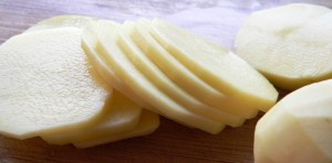 558313-cut-potato-slices-for-chips